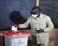 باتريس تالون: رئيس بنين خلال الإدلاء بصوته