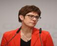 أنيغريت كرامب كارينباور: وزيرة الدفاع الألمانية