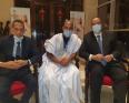 رئيس مكتب الجالية إسلم الشيخ محمد القاظي مع وزير الخارجية إسماعيل ولد الشيخ أحمد