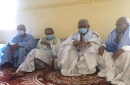 رئيس الحزب الحاكم سيدي محمد ولد الطالب ونائبه خلال تقديم التعزية