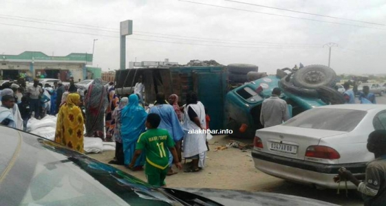 سقوط الشاحنة أدى لإغلاق طريق الأمل
