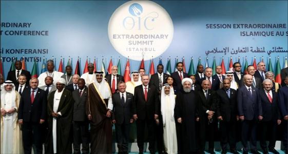 صورة جماعية للمشاركين في القمة الاستثنائية لمنظمة التعاون الإسلامي في اسطنبول