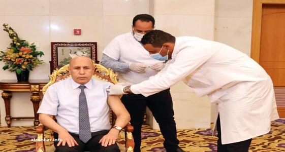 الرئيس محمد ولد الغزواني خلال تلقيه أول جرعة من لقاح كورونا (الأخبار - أرشيف)