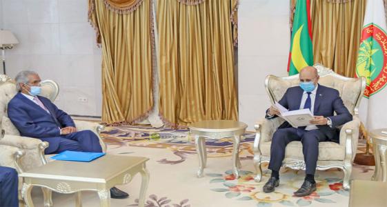 الرئيس محمد ولد الغزواني خلال تسلم الرسالة الخطية من وزير الخارجية الصحراوي (وما)