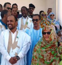 في الوسط النائب الأول لرئيس الجهة محمد علال المحجوب تليه النائب الثاني مريم بنت سيد عالي فالنائب الثالث الشيخ الكبير بوسيف