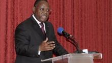 إيمانويل إسوز نغوندت الوزير الأول الغابوني.