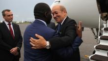 وزير الخارجية الفرنسية جان إيف لودريان ونظيره وسط الإفريقي شارل أرميل دوبان.
