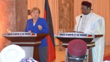 الرئيس النيجري محمدو إسوفو والمستشارة الألمانية أنجيلا ميركل