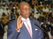 الرئيس الغيني آلفا كوندي خلال تأديته اليمين رئيسا لغينيا كوناكري.