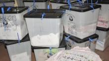 صناديق اقتراع بأحد مراكز التصويت بغينيا كوناكري خلال الانتخابات الرئاسية 2015.