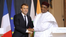 الرئيسان الفرنسي إيمانويل ماكرون والنيجري محمدو إسوفو.