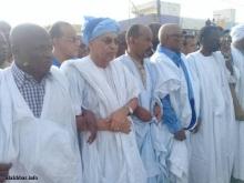 موسى افال يتوسط بعض قادة المعارضة المشاركين في المسيرة ـ (الأخبار)