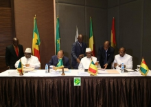 الرؤساء خلال توقيف اتفاقيات في ختام القمة (وما)