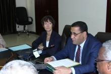 وزير الاقتصاد والمالية المختار ولد اجاي وسفيرة ألمانية الاتحادية في نواكشوط خلال توقيع الاتفاقيتين