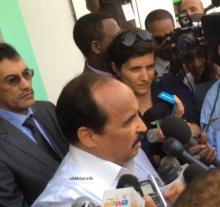 ولد عبد العزيز يدلي بصوته في الانتخابات الرئاسية 2014 ـ (أرشيف الأخبار)