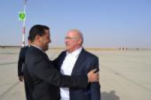 ميشيل سابين وزير الاقتصاد والمالية الفرنسي، والمختار ولد اجاي وزير الاقتصاد والمالية الموريتاني (الوكالة الموريتانية للأنباء).