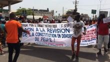 جانب من المسيرة التي نظمت في بنين احتجاجا على مشروع تعديل الدستور.