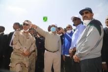 ولد عبد العزيز خلال تفقده سير حملة النظافة في مقاطعة عرفات بالعاصمة نواكشوط (وما)