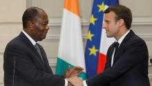 الرئيسان الفرنسي إيمانويل ماكرون والإيفواري الحسن واتارا خلال لقائهما بالإيليزي.