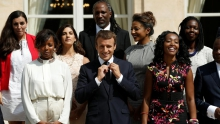 الرئيس الفرنسي إيمانويل ماكرون رفقة أعضاء المجلس الرئاسي الخاص بإفريقيا.