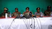 الجنرال كونستانيتو شوينغا قائد القوات المسلحة الزيمبابوية وبعض القادة العسكريين.