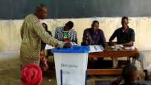 مكتب تصويت في العاصمة باماكو.