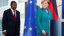 المستشارة الألمانية أنجيلا ميركل والرئيس الأنغولي جواو لورنشو.