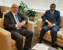 مندوب موريتانيا في الأمم المتحدة با عثمان ووكيل الأمين العام لمكتب الأمم المتحدة لمكافحة الإرهاب فلاديمير فور نكوف