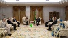 الوفد الأوربي خلال لقائه الرئيس الموريتاني محمد ولد عبد العزيز صباح اليوم الاثنين بالقصر الرئاسي (وما)