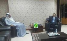 وزير الخارجية الموريتاني إسلك ولد أحمد إزيد بيه خلال لقائه السفير الإماراتي بنواكشوط عيسى عبد الله مسعود الكلباني (وما)