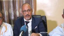 نقيب المحامين الموريتانيين الشيخ ولد حندي خلال المؤتمر الصحفي الثلاثاء (الأخبار)