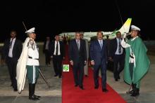 الرئيس الموريتاني لدى عودته إلى نواكشوط قادما من بروكسيل.