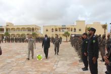 وزير الداخلية محمد سالم ولد مرزوك، وقائد أركان الحرس الفريق مسغارو ولد اغويزي خلال الزيارة (وما)