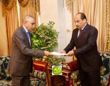 الرئيس الموريتاني محمد ولد عبد العزيز يستلم استقالة حكومة ولد حدمين (وما)