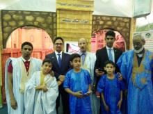 السفير الموريتاني محمد الأمين ولد الشيخ مع بعض المشاركين في المهرجان
