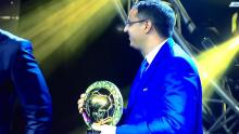 رئيس الاتحادية الموريتانية لكرة القدم يتسلم جائزة المنتخب خلال الحفل