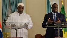 الرئيسان السنغالي ماكي صال، والغامبي آدما بارو.