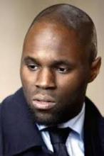 كيمي سيبا: الفرنسي ذو الأصول البنينية المطرود من السنغال