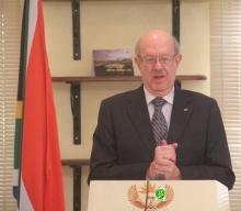 سفير جنوب إفريقيا في موريتانيا الويس بينار خلال المؤتمر الصحفي الذي نظمه في سفارة بلاده بنواكشوط (وما)