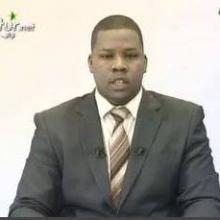 الصحفي محمد ولد بلال مقدم نشرات في قناة الموريتانية الرسمية
