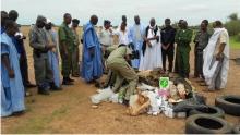 السلطات القضائية والإدارية والأمنية خلال الإشراف على عملية الإحراق في محيط سيلبابي (وما)