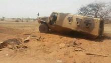 آلية عسكرية تضررت سابقا من عملية لإحدى الجماعات المسلحة شمال مالي