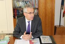 السفير الفرنسي بنواكشوط روبيرت موليي خلال حديثه للأخبار