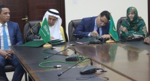المسؤولان الموريتاني والسعودي خلال توقيع اتفاقيات القرض