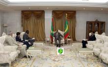 وفد البنك الدولي خلال لقائه مع الرئيس ولد عبد العزيز اليوم (وما)
