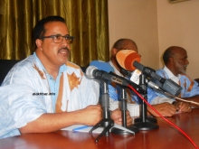 الشيخ ولد حننا رئيس لجنة الأزمة بمجلس الشيوخ الموريتاني.