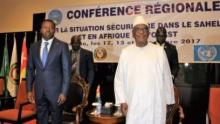 الرئيسان المالي ابراهيم بوبكر كيتا، والتوغولي الرئيس الدوري للإيكواس افور انياسينغبي.