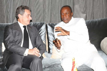 الرئيس الغيني ألفا كوندي والرئيس الفرنسي الأسبق نيكولا ساركوزي
