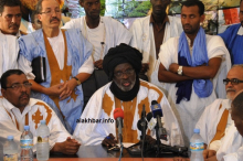 بيجل ولد هميد رفقة بعض قادة حزب الوئام خلال مؤتمر صحفي ـ (أرشيف الأخبار)