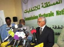 رئيس اللجنة المستقلة للانتخابات الدكتور عبد الله ولد اسويد أحمد خلال مؤتمر صحفي سابق له